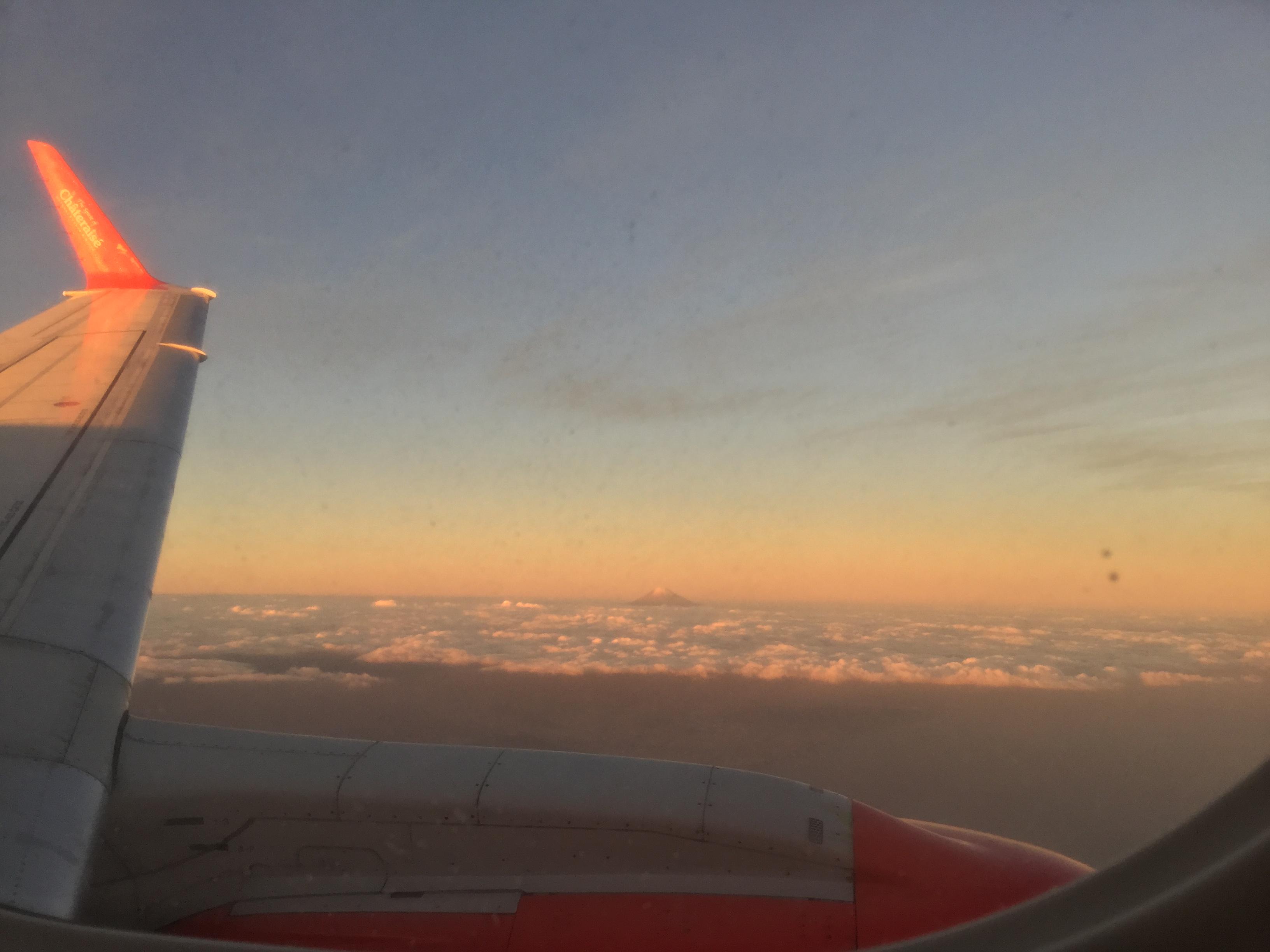 飛行機からの富士山眺望